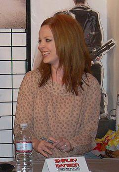 http://upload.wikimedia.org/wikipedia/commons/thumb/d/da/Shirley_Manson08.jpg/241px-Shirley_Manson08.jpg