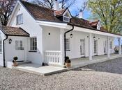 Stile nordico- romantica essenziale casa mare Svezia.