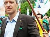 lega accetta sindaci leghisti ribelli contro manovra finanziaria tosi sindaco verona, fontana, varese, rischiano l'espulsione.