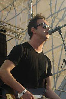 http://upload.wikimedia.org/wikipedia/commons/thumb/e/ee/James_Allan_Glasvegas.jpg/220px-James_Allan_Glasvegas.jpg
