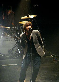http://upload.wikimedia.org/wikipedia/commons/thumb/5/5c/Beady_Eye.jpg/250px-Beady_Eye.jpg