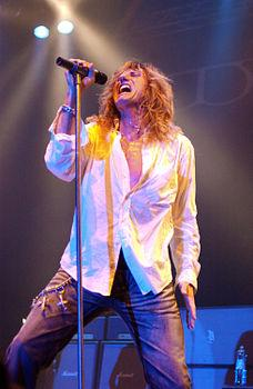 http://upload.wikimedia.org/wikipedia/it/thumb/4/4f/Coverdale01.JPG/228px-Coverdale01.JPG