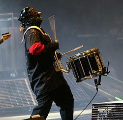http://upload.wikimedia.org/wikipedia/commons/thumb/d/dd/Shawn_Crahan_at_Mayhem.jpg/250px-Shawn_Crahan_at_Mayhem.jpg