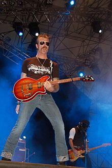 http://upload.wikimedia.org/wikipedia/commons/thumb/a/a7/Eagles_of_Death_Metal_%40_Rock_in_Idro.jpg/220px-Eagles_of_Death_Metal_%40_Rock_in_Idro.jpg