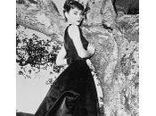love VINTAGE petite robe noir!