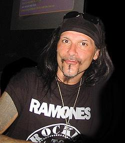 http://upload.wikimedia.org/wikipedia/commons/thumb/6/64/Al_Jourgensen.jpg/250px-Al_Jourgensen.jpg
