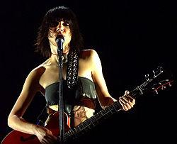 http://upload.wikimedia.org/wikipedia/commons/thumb/5/5c/PJ_Harvey.jpg/250px-PJ_Harvey.jpg