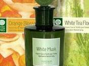 Review Monotheme Toilette White Flowers.