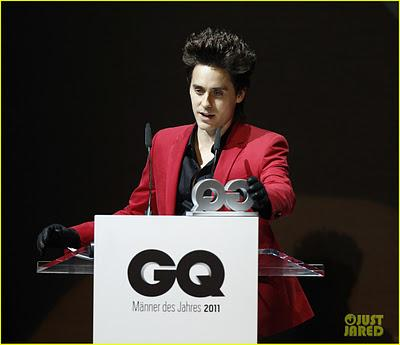 Jared Leto vince il GQ Style Award a Berlino con un look da assassino...