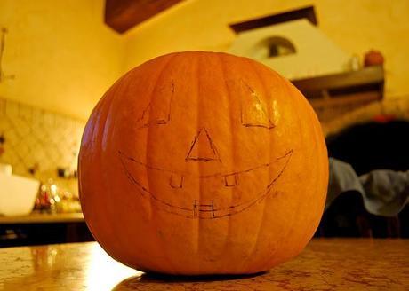 Creare una zucca luminosa di halloween paperblog for Zucca halloween luminosa