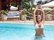 Alessandra Pierelli sexy bikini: eccola bikini bianco mentre cerca refrigerio piscina Sabaudia