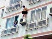 """Ibiza: """"balconing"""" provoca morto. salto balconi messo bando."""