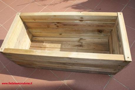 Come costruire una fioriera in legno paperblog for Fioriera legno fai da te