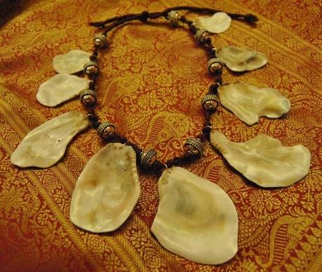 DIY. Coral and shells necklaces.