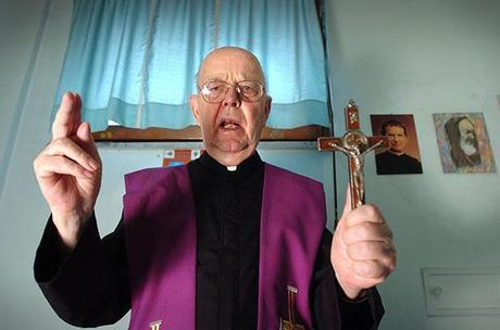 http://m2.paperblog.com/i/72/723361/a-satana-piace-fare-joga-e-leggere-harry-pott-L-1LZ7x0.jpeg
