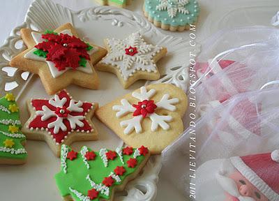 Biscotti Natale Pasta Di Zucchero.Biscotti Decorati Con Pasta Di Zucchero E Ghiaccia Reale