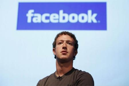 facebook Mark Zuckerberg in vacanza in Vietnam, ma Facebook è bandito