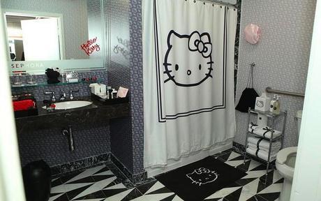 sephora-hello-kitty-noir-hotel-suite-03