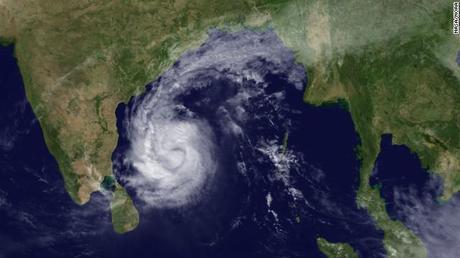 Un tifone sulla costa sud orientale dell'India: 19 morti