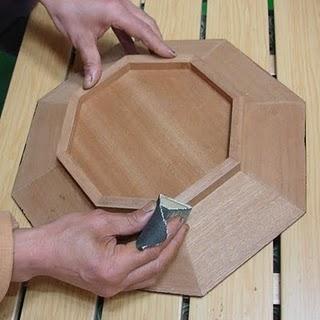 come creare un vassoio in legno laccato con intarsi di