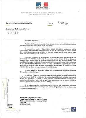L'aviazione francese stravolge le leggi della fisica per cercare di negare l'esistenza delle scie chimiche
