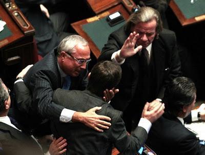 Guardate come hanno festeggiato oggi in parlamento for Oggi in parlamento
