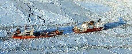 La spedizione di una petroliera russa e di un rompighiaccio americano verso l'isolata base di Nome,in Alaska  | Il Post