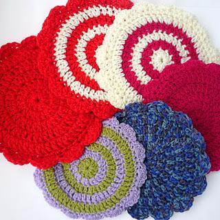 """Crochet DROPS pot holder in """"Paris"""". ~ DROPS Design"""