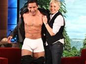 Mario Lopez spoglia Ellen DeGeneres…
