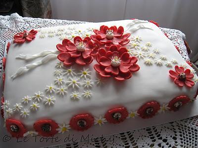 Torta compleanno red flowers paperblog for Decorazioni torte per 60 anni di matrimonio