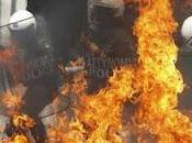 Atene fiamme, borse festeggiano