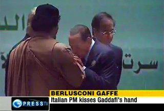 Gheddafi ci mitraglia....ma è un errore.