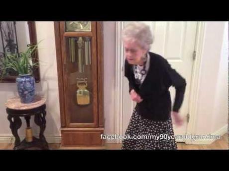 0 New York, la nonna 90enne, balla in tributo di Whitney Houston | VIDEO