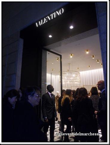 Valentino inaugurazione boutique milano paperblog for Valentino via turati milano