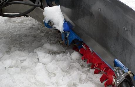 Una fresa per la preparazione delle piste da sci