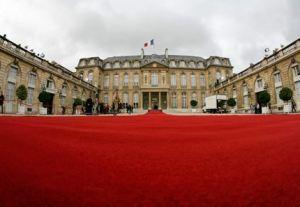 Elezioni presidenziali in Francia: strategie elettorali e problemi economici per una campagna senza esclusione di colpi
