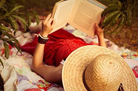 cappello e libro