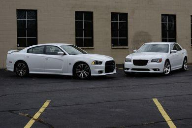 chrysler 300 srt8 vs dodge charger srt8 2012 paperblog. Black Bedroom Furniture Sets. Home Design Ideas