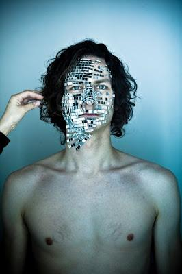 Gotye con Somebody That I Used To Know feat. Kembra: il cantante che Sting rimembra