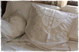 Shabby chic e provenza cuscini paperblog - Nozioni di cucito come ricoprire un divano ...