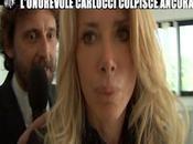 Gabriella Carlucci capelli tiene Filippo Roma delle Iene
